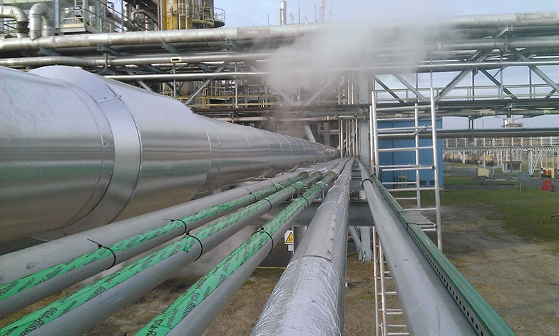 Pipes with sensing cable before thermal insulation installation